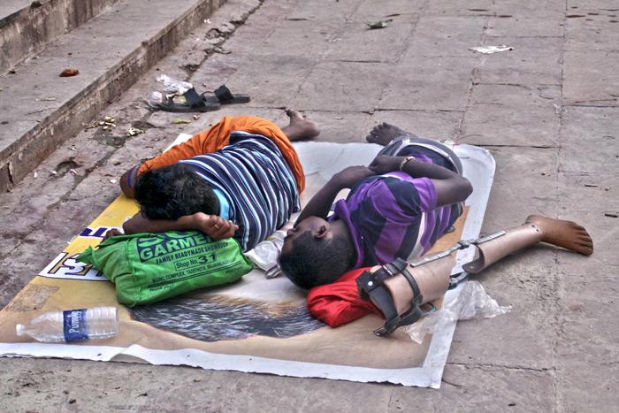 Durmiendo-a-pierna-suelta-(Varanasi-2014)